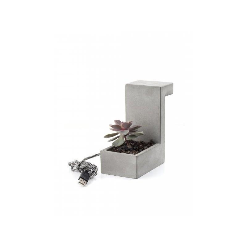 Betonová stolní lampa s přihrádkou na rostlinu